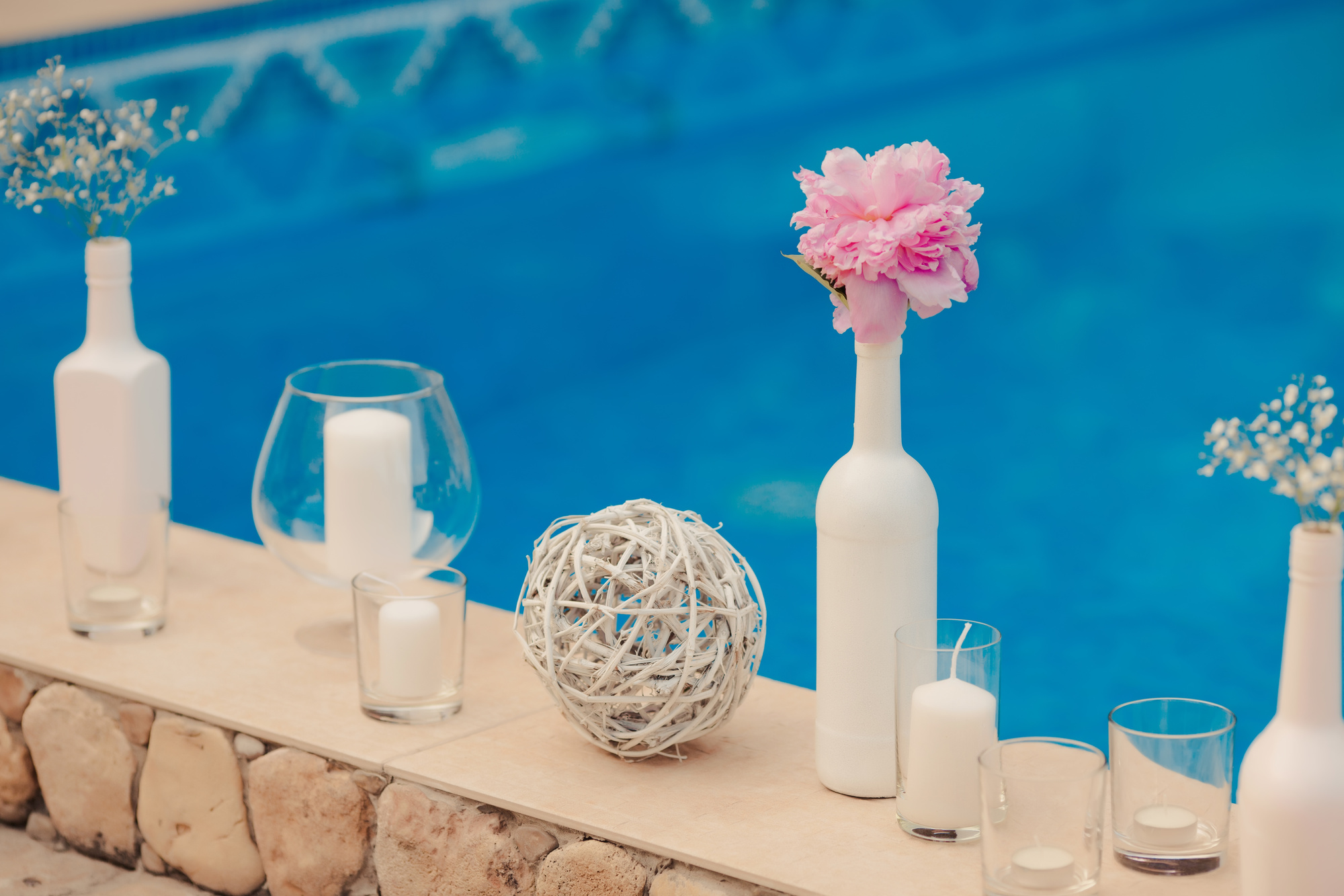 5 Awesome Swimming Pool Decorating Ideas You Should Try