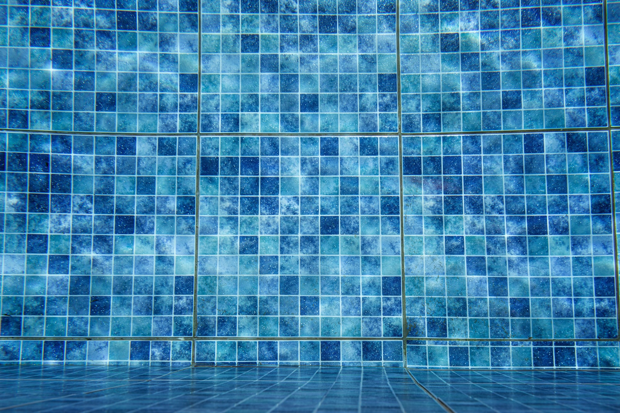 Deciding Between an Inground Swimming Pool vs. Above Ground