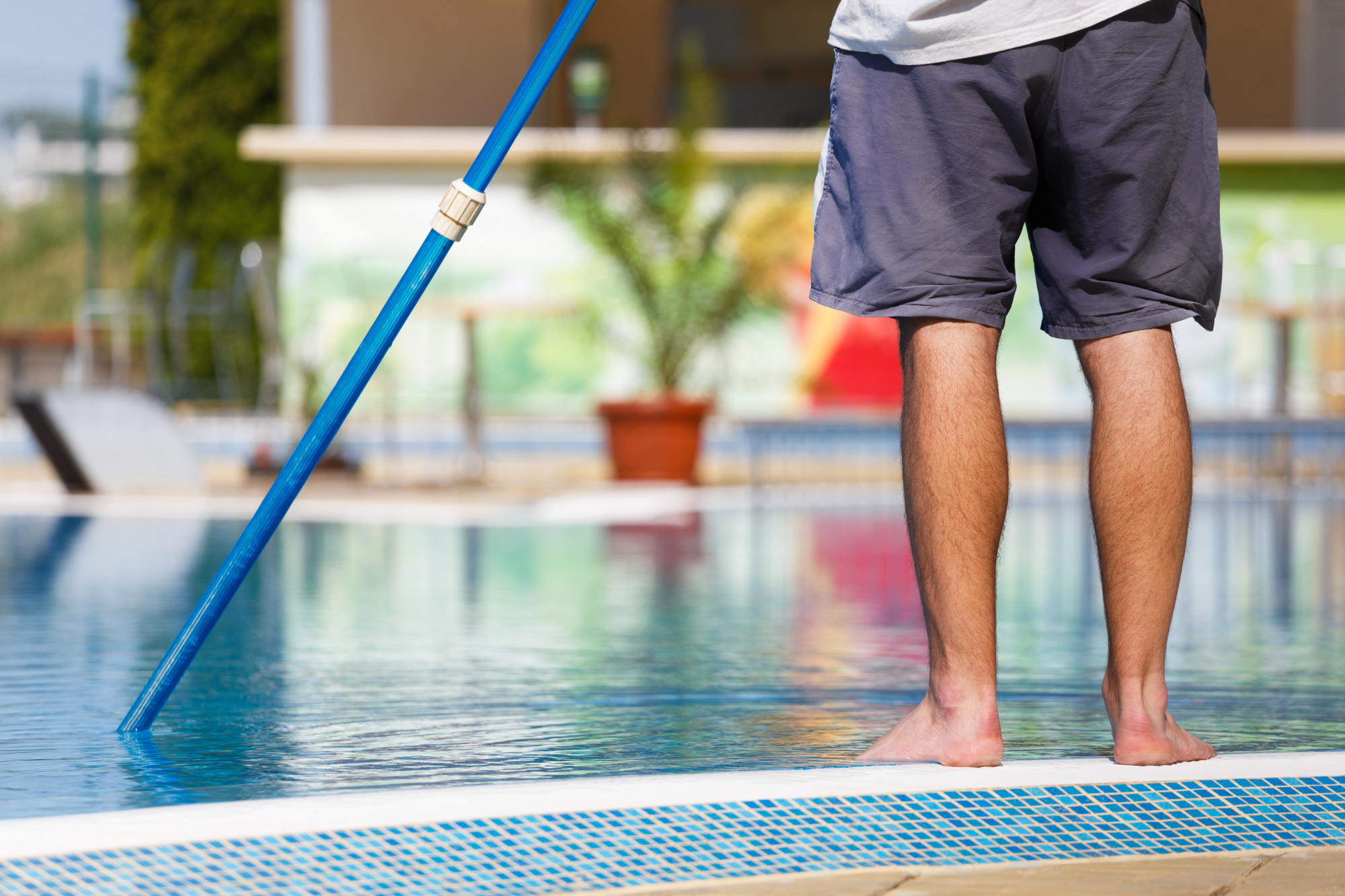 How to Clean the Bottom of a Pool to Keep it Beautiful and Bright