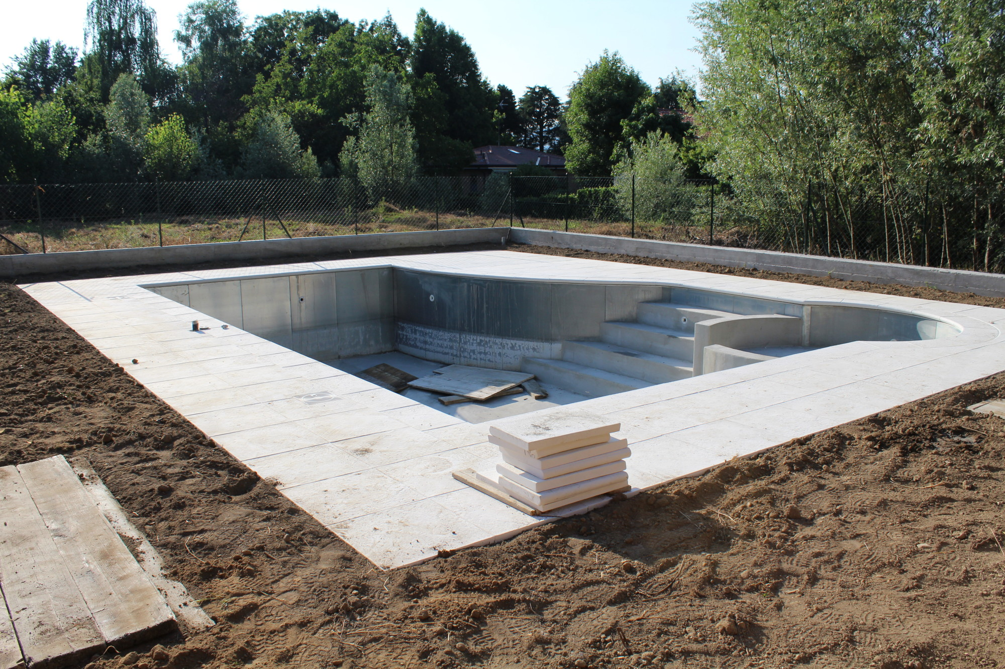 Getting a Pool? Here's 7 Qualities to Look for in Your Pool Contractors