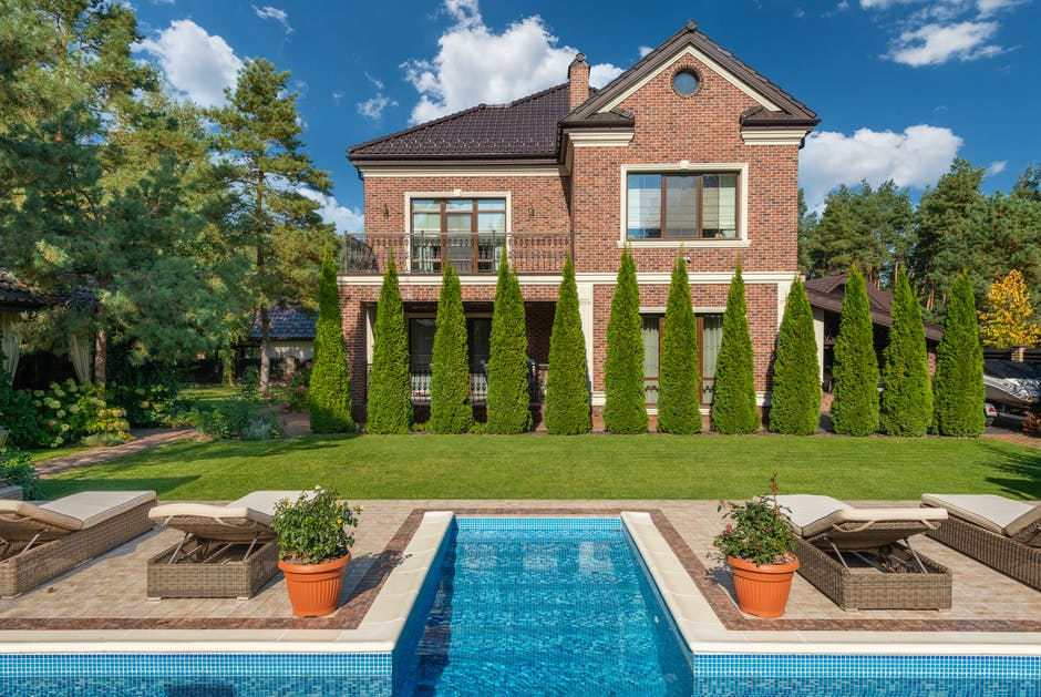 How a Swimming Pool Works as a Centerpiece for Your Backyard Design