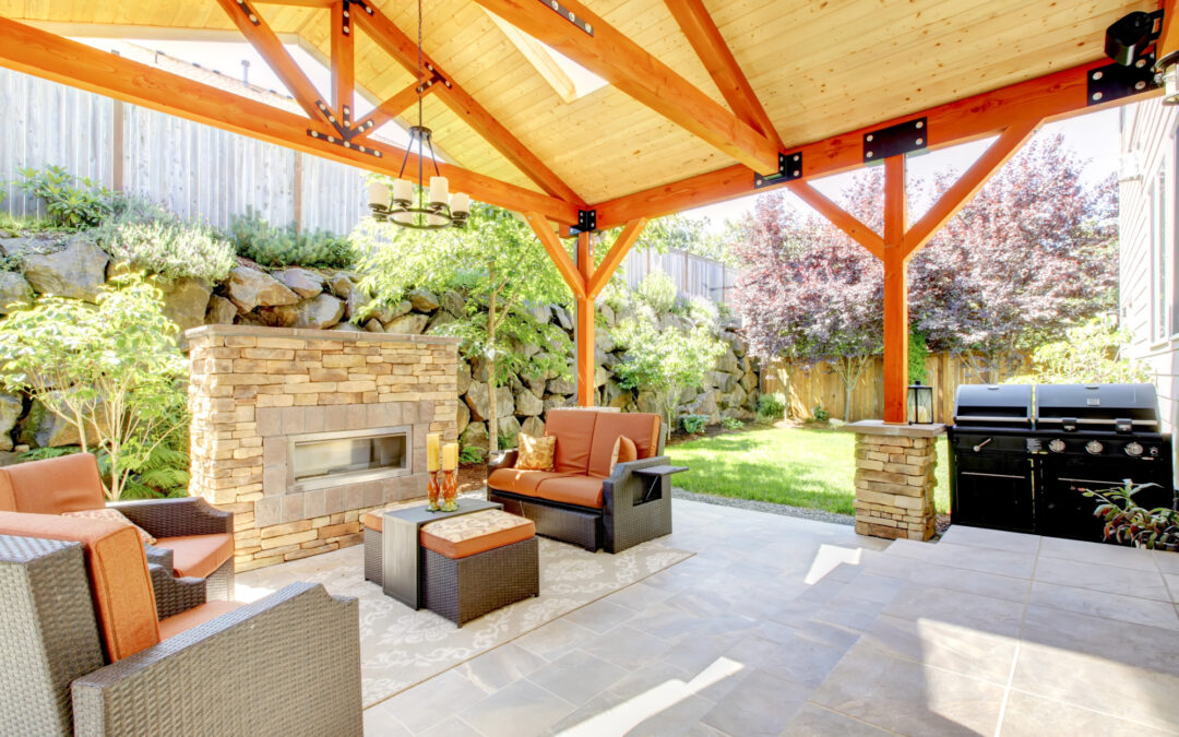 6 Benefits of Installing a Backyard Patio Cover