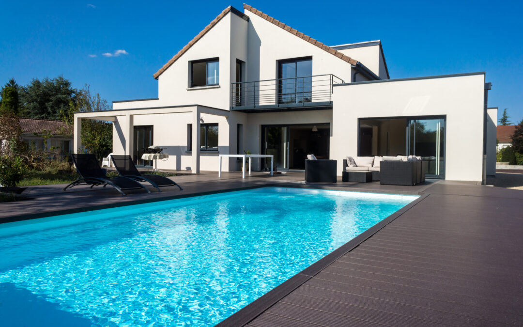 The Best Swimming Pool Colors (and How to Choose the Right One!)